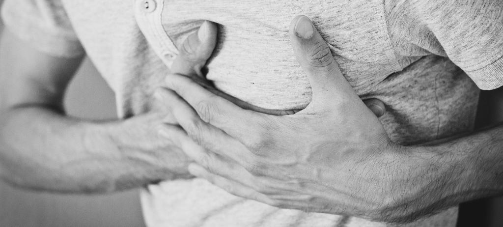 Patient atteint de douleurs thoraciques